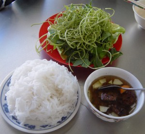 Vermicelli and grilled chopped meat